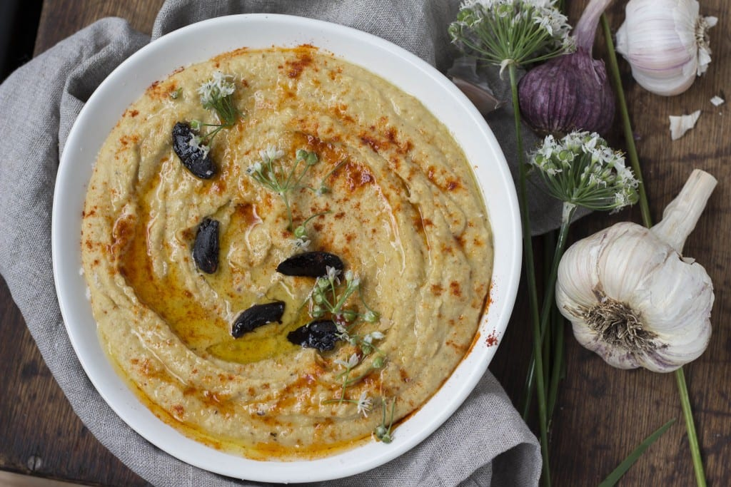 dip hummus black garlic